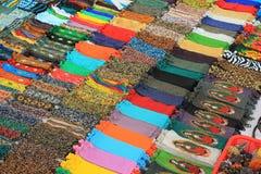 珠饰细工待售在一个市场上在墨西哥 免版税库存照片