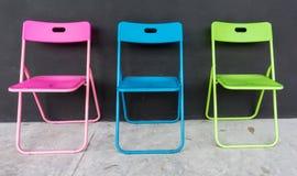 五颜六色的折叠椅 库存照片