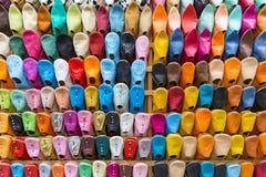 五颜六色的拖鞋墙壁 免版税库存照片