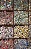 五颜六色的按钮显示在市场停转的 免版税库存照片