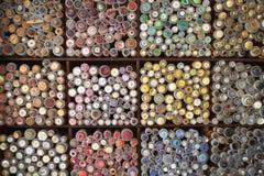 五颜六色的按钮显示在市场停转的 免版税库存图片
