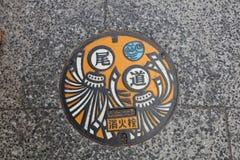 五颜六色的排水设备盖子在Onomichi,日本 免版税图库摄影