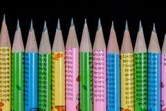 五颜六色的提高的铅笔技巧行  免版税库存图片