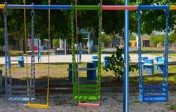 五颜六色的摇摆主持操场孩子 免版税库存图片