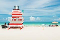 五颜六色的救生员塔在迈阿密海滩 免版税库存图片