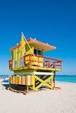 五颜六色的救生员塔在迈阿密Beach,美国 免版税图库摄影