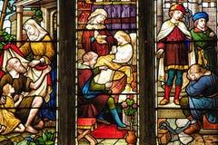 五颜六色的教会污迹玻璃窗 免版税库存图片