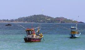 五颜六色的斯里兰卡的渔船 免版税库存图片