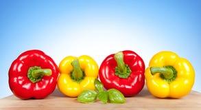 五颜六色的新鲜的混杂的甜椒 免版税库存图片