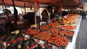 五颜六色的新鲜蔬菜市场在法国 免版税库存图片