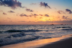五颜六色的日出风景 大西洋海岸 免版税库存照片