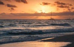 五颜六色的日出,大西洋 Punta Cana 库存照片