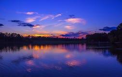 五颜六色的日落反射 免版税库存图片