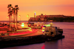 五颜六色的日落在哈瓦那 免版税库存图片