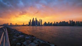 五颜六色的早晨-迪拜小游艇船坞 库存照片