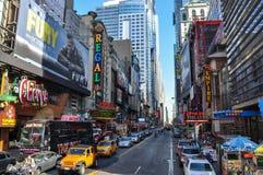 五颜六色的时报广场在纽约 图库摄影