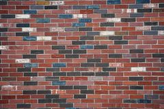 五颜六色的明亮的砖墙 免版税库存图片