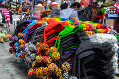 五颜六色的星期天市场在Otavalo,厄瓜多尔 免版税图库摄影