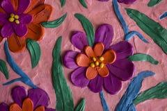 五颜六色的春天花由彩色塑泥制成 免版税图库摄影