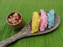 五颜六色的有机泰国沙漠由cononut、糖和花气味被做 免版税库存图片