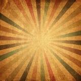 五颜六色的朝阳或太阳光芒,太阳破裂了减速火箭的纸背景 免版税图库摄影