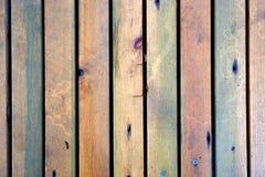 五颜六色的木垂直的纹理背景 库存照片