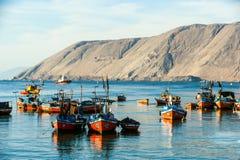 五颜六色的木渔船,伊基克 免版税库存图片