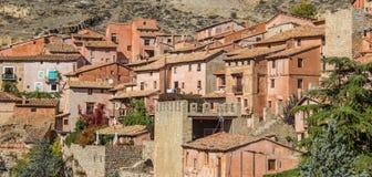 五颜六色的村庄Albarracin全景  免版税图库摄影