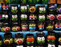 五颜六色的杯子墨西哥纪念品 图库摄影