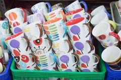 五颜六色的杯子栈 库存图片
