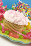 五颜六色的杯形蛋糕当事人 库存照片