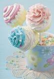 五颜六色的杯形蛋糕流行音乐 免版税图库摄影