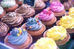 五颜六色的杯形蛋糕 免版税库存图片