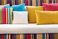 五颜六色的枕头 免版税库存照片
