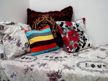 五颜六色的枕头 免版税库存图片