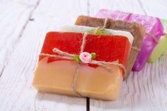 五颜六色的果子手工制造肥皂 免版税库存照片