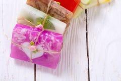 五颜六色的果子手工制造肥皂 库存照片
