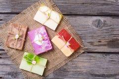 五颜六色的果子手工制造肥皂 免版税图库摄影