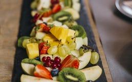 五颜六色的果子木板材 库存照片