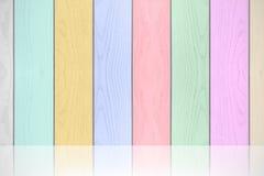 五颜六色的柔和的淡色彩木纹理水平的背景 免版税库存图片