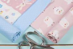 五颜六色的棉织物,米和剪 免版税库存图片