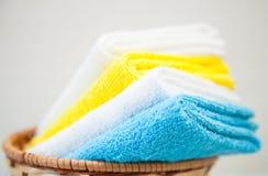 五颜六色的棉花毛巾 免版税库存图片