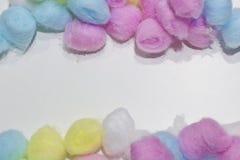 五颜六色的棉花球背景 免版税库存图片