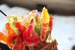 五颜六色的棒棒糖公鸡 免版税库存照片