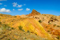 五颜六色的橙色和黄色山 库存照片