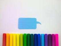 五颜六色的气球和笔(白色背景) 免版税库存照片
