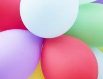 五颜六色的气球抽象节日晚会背景 免版税库存照片