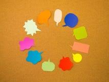 五颜六色的气球(黄柏板背景) 图库摄影