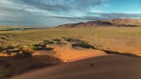 五颜六色的沙丘山全景在Altyn-Emel国家公园的 4K TimeLapse - 2016年9月,阿尔玛蒂和阿斯塔纳 股票录像