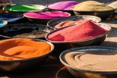 五颜六色的沙子罐在埃及 库存照片